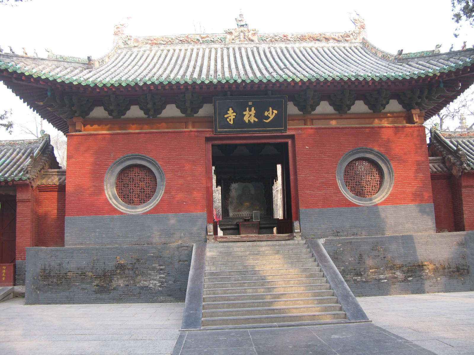 the main characteristics of the shaolin temple Major figures & events shaolin temple's fortunes rose with the ascension of the tang szczepanski, kallie the shaolin monks thoughtco, jul.